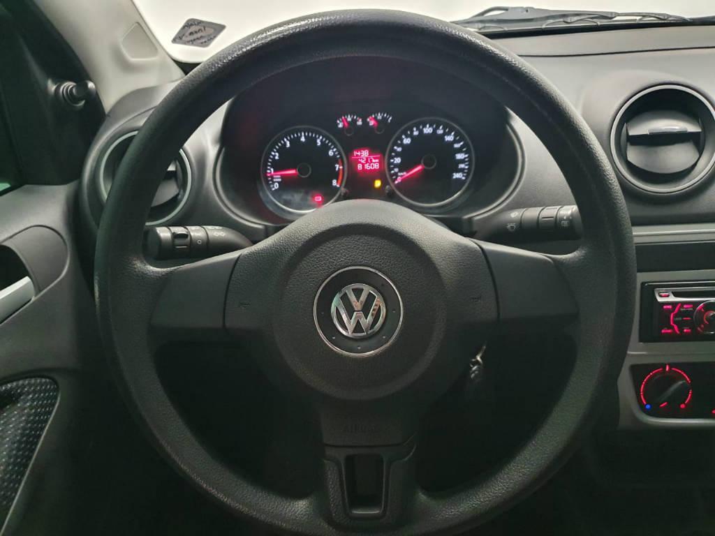Foto numero 7 do veiculo Volkswagen Voyage 16. TL MB - Prata - 2015/2016