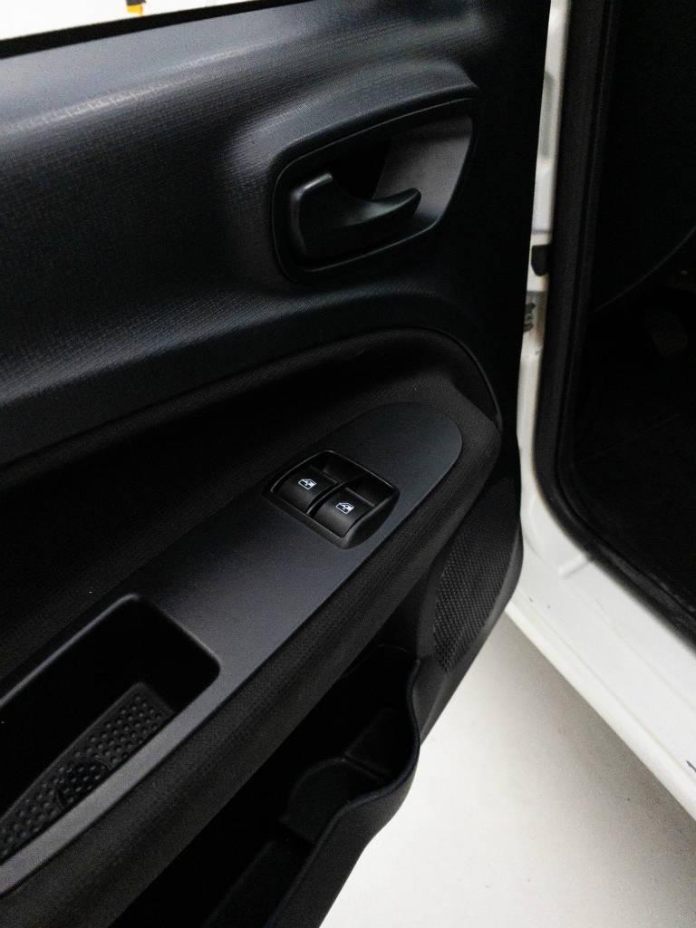 Foto numero 10 do veiculo Fiat Uno DRIVE FURGÃO 1.0 Flex 6V - Branca - 2018/2019