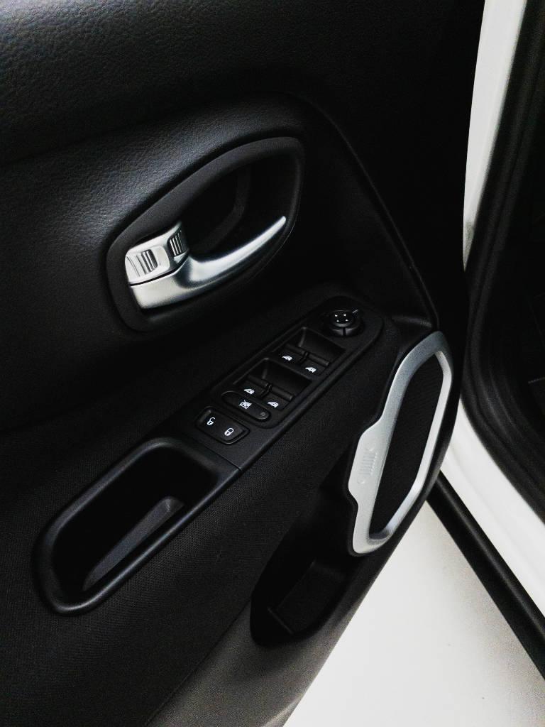 Foto numero 15 do veiculo Jeep Renegade Sport 1.8 4x2 Flex 16V Aut. - Branca - 2021/2021