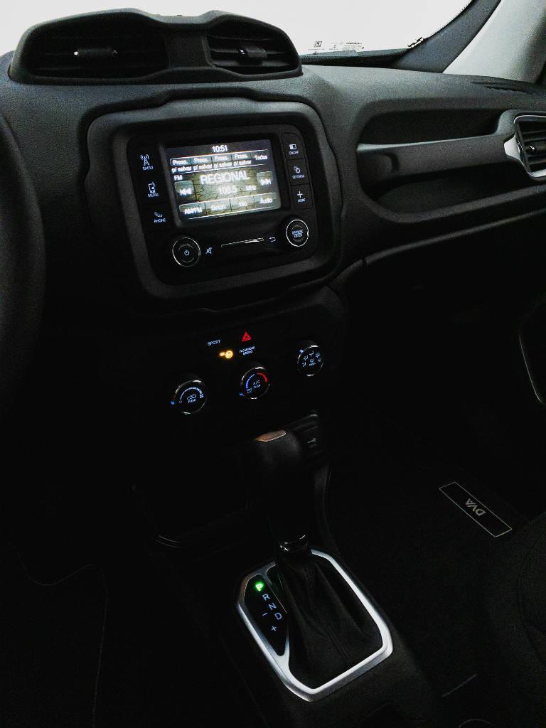Foto numero 18 do veiculo Jeep Renegade Sport 1.8 4x2 Flex 16V Aut. - Branca - 2021/2021