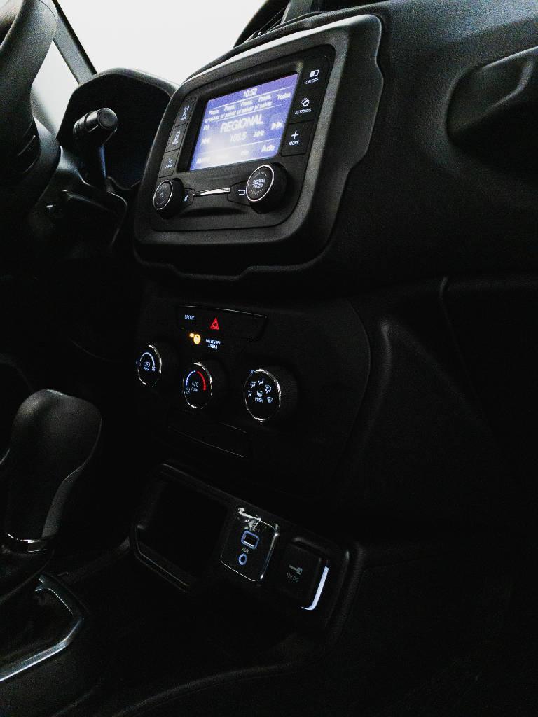 Foto numero 20 do veiculo Jeep Renegade Sport 1.8 4x2 Flex 16V Aut. - Branca - 2021/2021