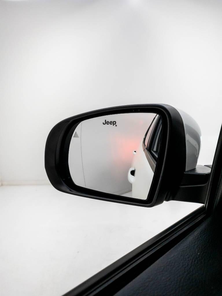 Foto numero 8 do veiculo Jeep Compass LIMITED 2.0 4x2 Flex 16V Aut. - Branca - 2018/2018