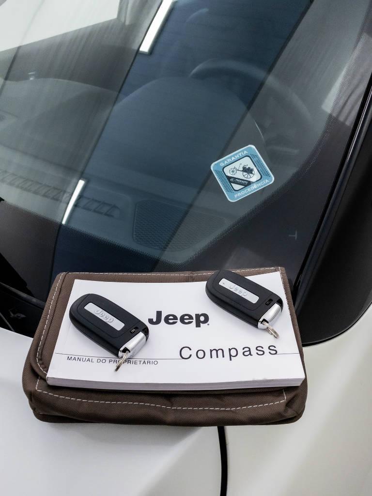 Foto numero 9 do veiculo Jeep Compass LIMITED 2.0 4x2 Flex 16V Aut. - Branca - 2018/2018