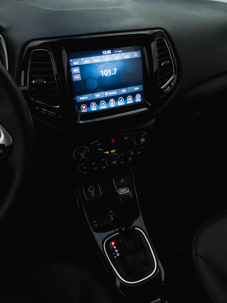 Foto numero 19 do veiculo Jeep Compass LIMITED 2.0 4x2 Flex 16V Aut. - Branca - 2018/2018