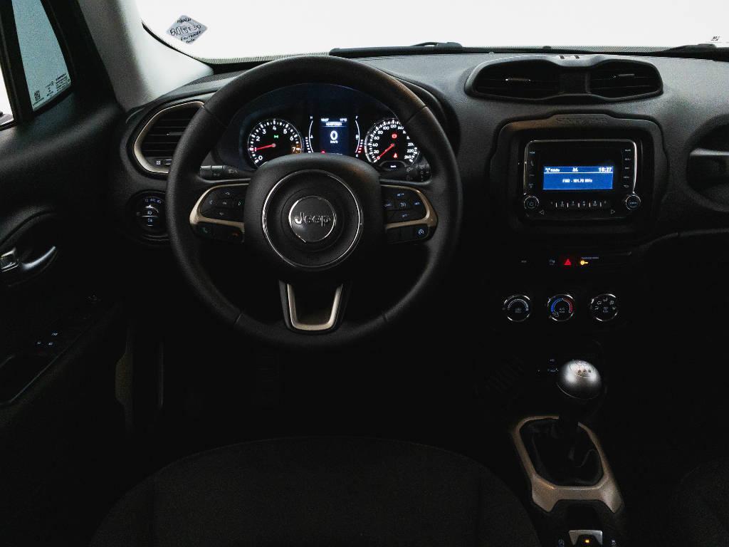 Foto numero 11 do veiculo Jeep Renegade Sport 1.8 4x2 Flex 16V Mec. - Preta - 2018/2018