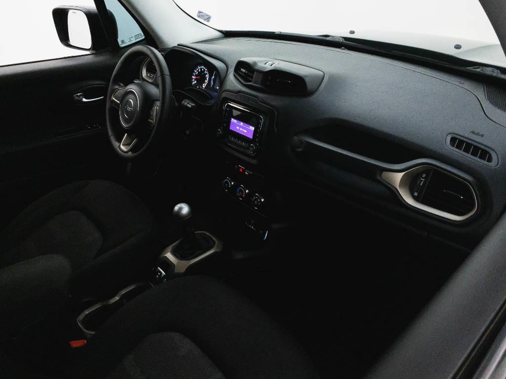 Foto numero 18 do veiculo Jeep Renegade Sport 1.8 4x2 Flex 16V Mec. - Preta - 2018/2018