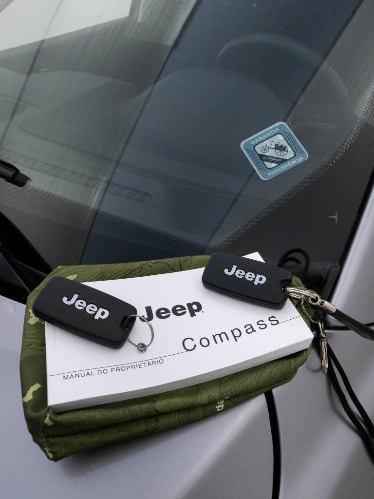 Foto numero 9 do veiculo Jeep Compass SPORT 2.0 4x2 Flex 16V Aut. - Prata - 2019/2019
