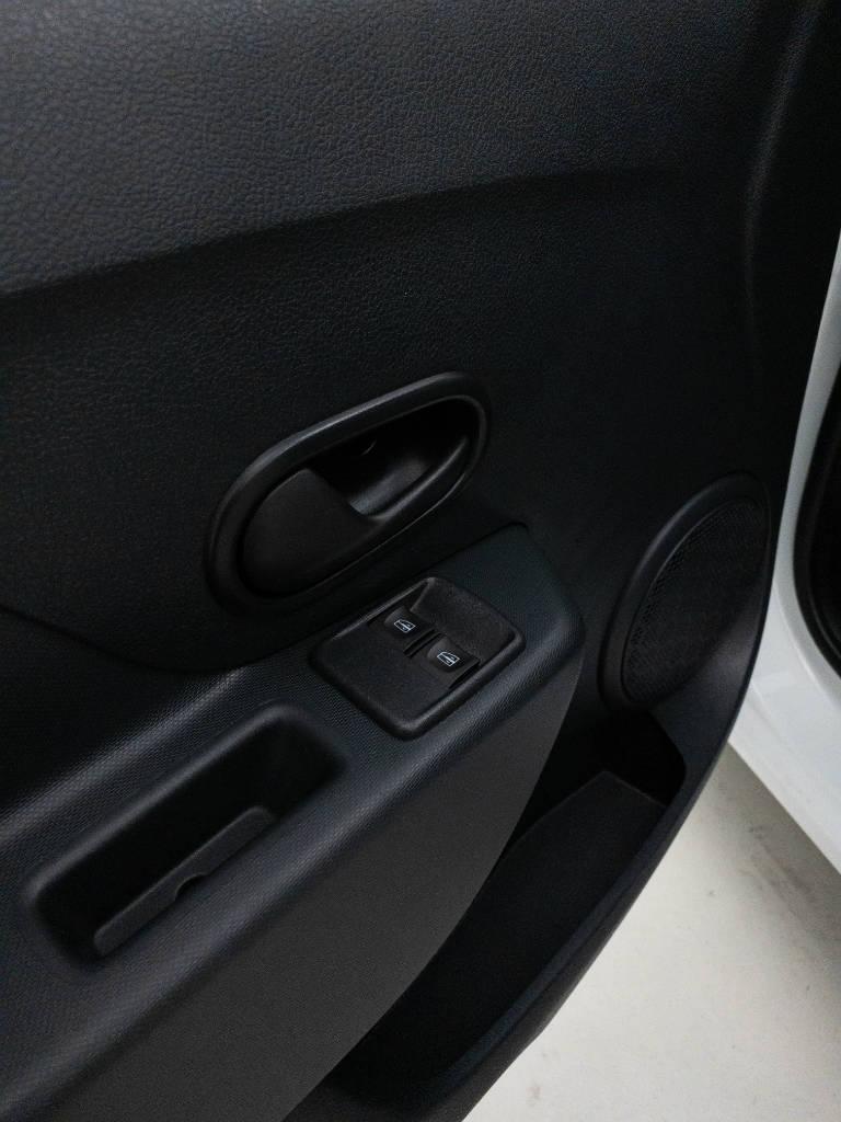 Foto numero 8 do veiculo Renault Sandero Life Flex 1.0 12V Mec. - Branca - 2019/2020
