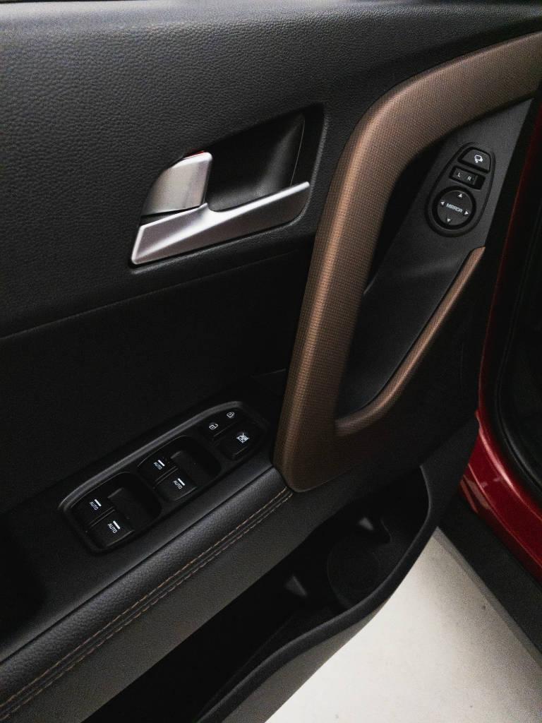 Foto numero 14 do veiculo Hyundai Creta Prestige 2.0 16V Flex Aut - Vermelha - 2018/2019