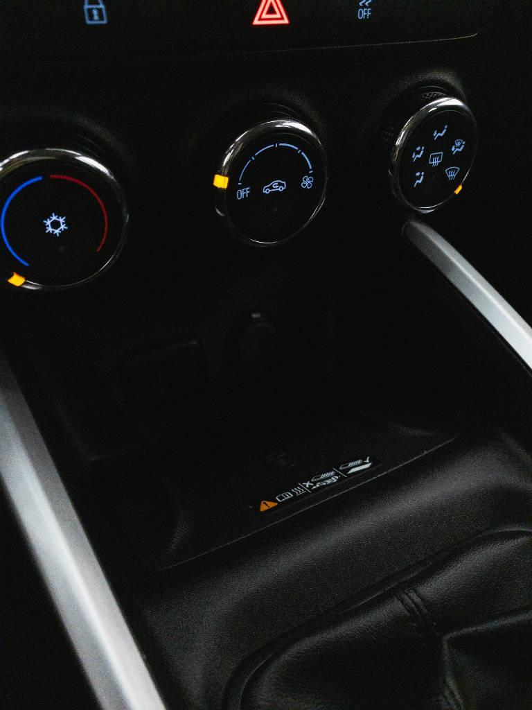 Foto numero 12 do veiculo Chevrolet Onix LTZ 1.0 12V Turbo Flex Mec. - Vermelha - 2019/2020