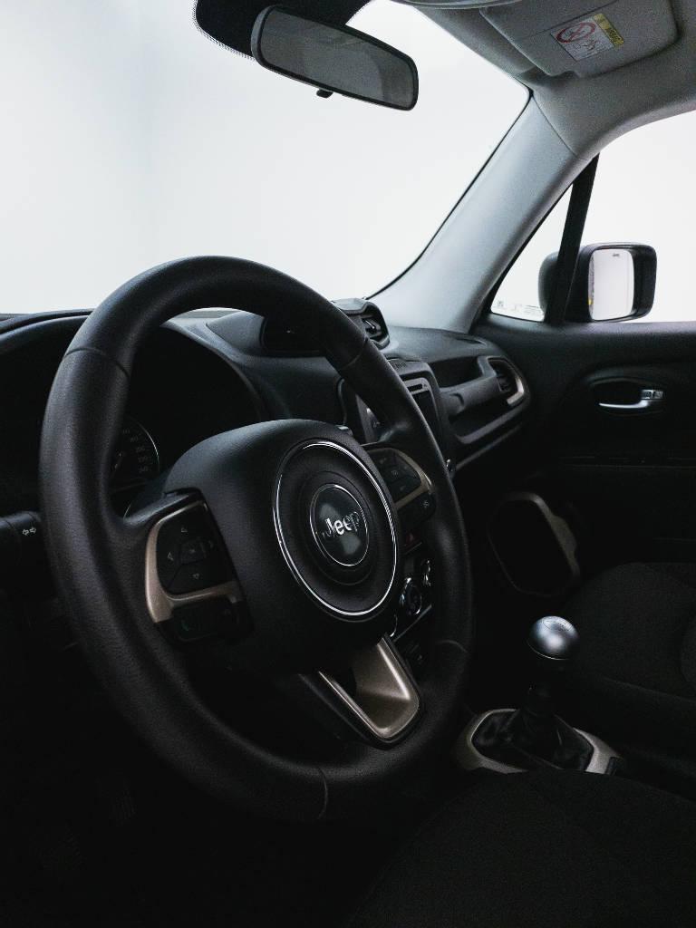 Foto numero 18 do veiculo Jeep Renegade Sport 1.8 4x2 Flex 16V Mec. - Branca - 2018/2018